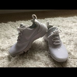 All white nike tennis shoes size 6